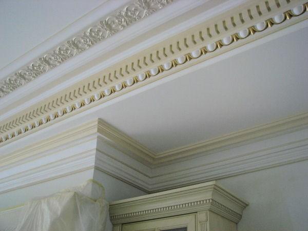 Классические потолочные карнизы станут украшением помещения