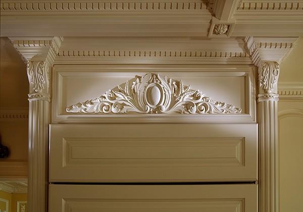 Лепнина подчеркнет элегантность мебели