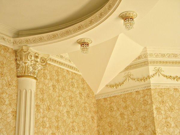 Роскошный многоуровневый потолок