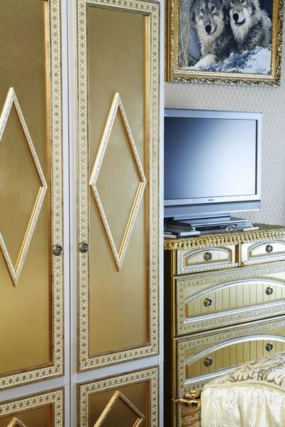 Декорирование мебели при помощи цветной лепнины