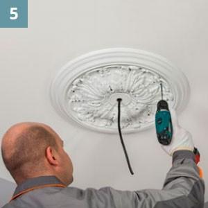 С помощью саморезов закрепить изделие на потолке.