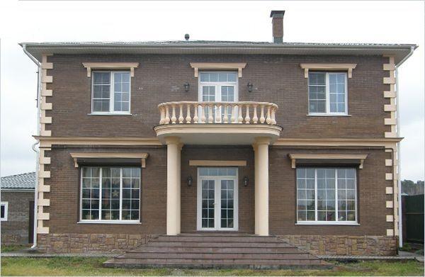 Отделка фасада дома лепными элементами